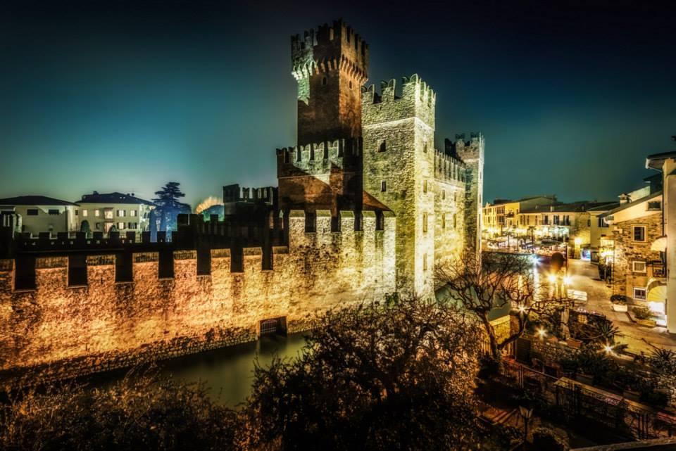 Nightshot castello di Sirmione 1 di Markus Guhl (Stoccarda)